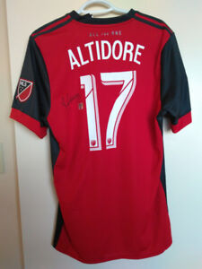 Jozy Altidore TFC jersey (signed)