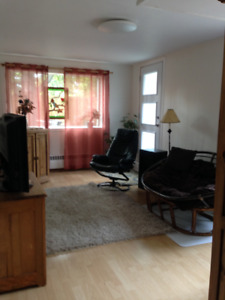 Split 2bedroom home, private entrance and yard, 1400 pointeclair
