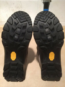 Women's Kamik Hiking Shoes Size 11 London Ontario image 3