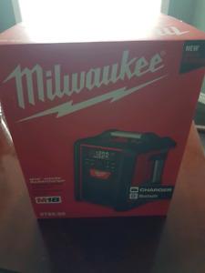 M18 Milwaukee  radio