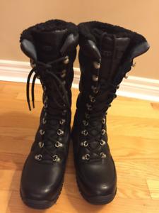 UGG Kintla Boot - Women - Size 10 - BRAND NEW - Waterproof