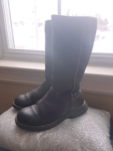 New authentic Ugg boots