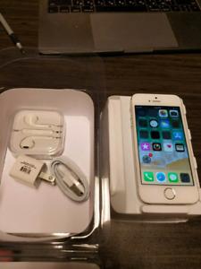 Original Unlocked 100% iPhone 5s 32GB;tres bon;chargeur;boite
