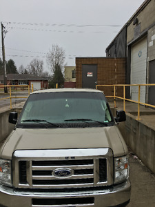 2009 Ford E-350 People mover