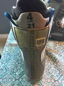 Burton boots - Youth sz 4 Cambridge Kitchener Area image 2
