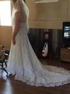 For sale new alyce wedding gown