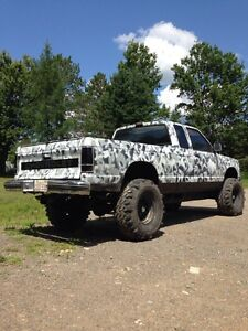"""Chevrolet S-10 Lifted 33"""" Super Swampers"""