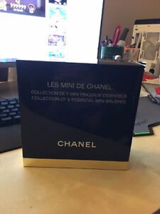 Chanel holiday limited edition Brush set