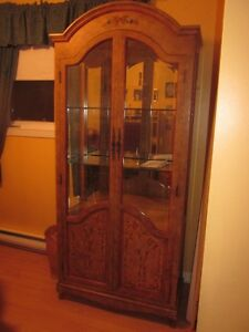 Beautiful hand painted display cabinet - Curio/Hutch