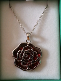 Tide jewellery red paua shell rose necklace