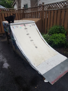 Skateboard Qtr-Pipe Ramp *FREE