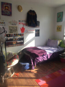 Bright Room in Mile End for Summer Sublet - May to August