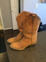 Ladies Ariat cowboy boots