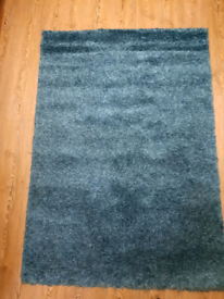 Teal Rug Carpet in Excellent Condition. Barely Used