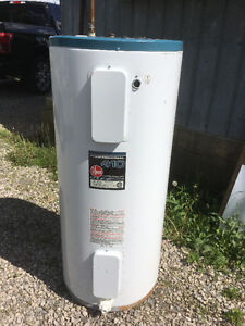 40 gallon electric hot water tank
