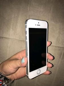 I phone 5s   32 gb. Avec fido