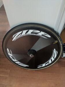 Roue carbone ZIPP pleine et roue carbone ZIPP 606