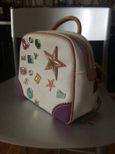 Amazing Dooney&Bourke vintage bag in extremely good condition.