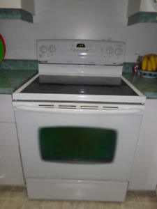 Maytag Ceramic top stove/Four Maytag surface en ceramique