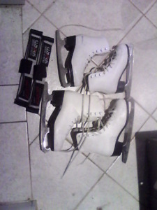 Girls figure skates 12Y and 3