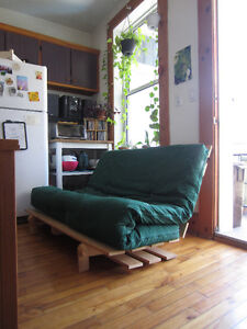 futon excellent qualité (base + matress)