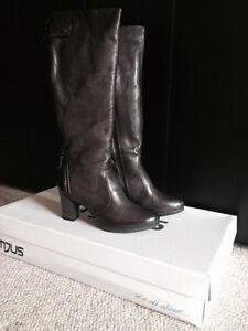 Mjus boots size 9.5