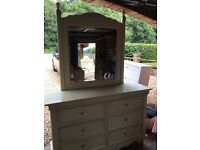 Dressing table/ chest of drawers