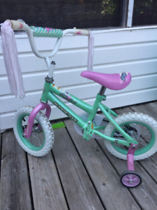 Girl bicycle with removable train wheels