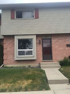 Townhouse For Sale - Close to Fanshawe College London Ontario image 1