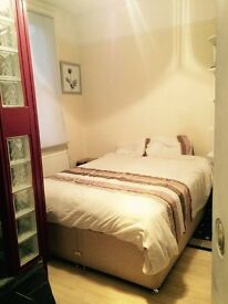 Fully furnished en-suite double room