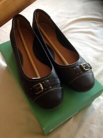 Like new Clarks ladies shoes size 6.5, EUR 40