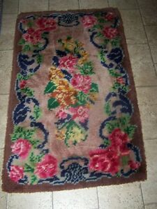 Vintage Hand Hooked Flower Themed Area Rug Home Decor Accent