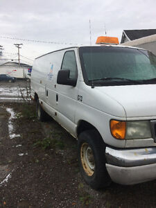 2004 Ford E-350 Fourgonnette, fourgon Saguenay Saguenay-Lac-Saint-Jean image 2