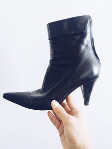 Sergio Rossi leather ankle pointed boots with zipper