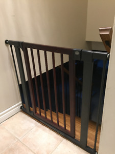 Munchkin pet/baby gate for sale