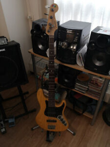 Fender Jazz Bass - with amp