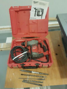 Milwaukee 5/8 Rotary Hammer Drill + 5 SDS bits