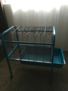 Small animal cage w/wheels