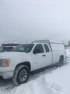 Camion GMC 2012 4x4 5.3 litre Boîte Fibre de Verre Blanc