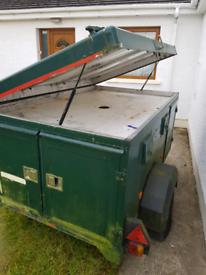 Wt metal 4 berth dog trailer