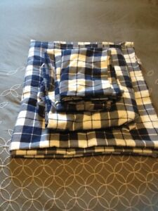 BRAND NEW TWIN FLANNEL SHEETS/FLANNELETTE SHEETS