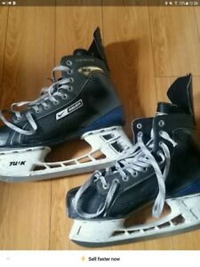 Nike Bauer Mens Skates Size 9.5 with One Piece Hockey Stick