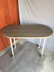 Oval Top, Adjustable Height Desk