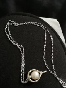 Silver necklace with Pearl and diamond pendant