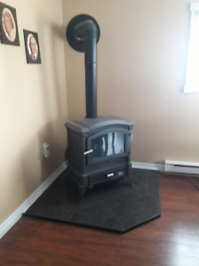 Oil stove and pre-fab chimney for sale