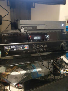 Yamaha HTR-2064 High definition receiver and Yamaha speakers