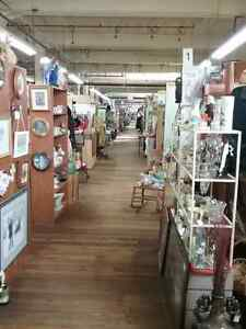 Canada's largest antique mall 600 booths to explore  Belleville Belleville Area image 5