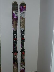 Ladies Rossignol Attraction 8,  skiis with bindings