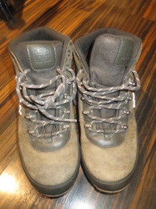 HH Real Leather WaterProof Shoes Size 6