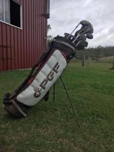 Golf club set with carry bag